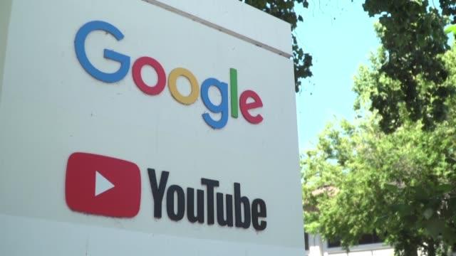 google acepto el miércoles pagar una multa record de 170 millones de dólares en estados unidos por recolectar y compartir ilegalmente informacion de... - niños stock videos & royalty-free footage
