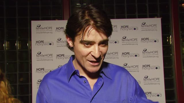 goran visnjic on what brought him out to the event on why it's important for celebrities to use their celebrity to help nonprofit organizations at... - チャリティーイベント点の映像素材/bロール