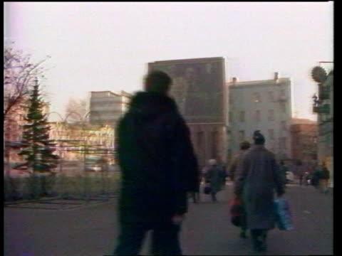 vídeos de stock e filmes b-roll de ussr moscow people walking along as huge screen in b/g with gorbachev speech relayed tms two men standing looking - prova em equipa