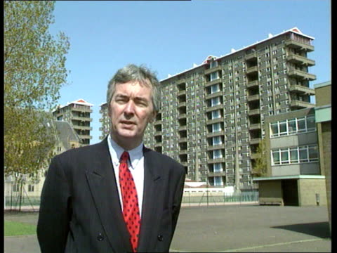 vidéos et rushes de gorbals tenements to close; today very weathered plaque cms cllr david brown intvwd sot - it was totalitarian state architecture cms chater i/c sot... - exposé aux intempéries