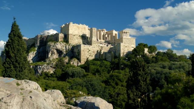 gordeous shot of the acropolis in greece - the erechtheion stock videos & royalty-free footage