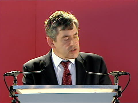 vídeos de stock e filmes b-roll de gordon brown addresses business leaders in scotland brown meeting guests / speech in a global economy where stability is now at a premium and... - gordon brown