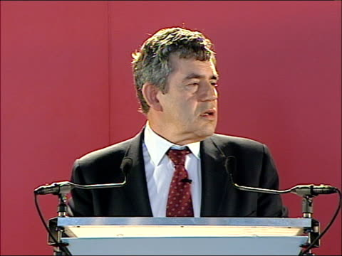 vídeos y material grabado en eventos de stock de gordon brown addresses business leaders in scotland brown meeting guests / speech today 150 business leaders men and women across the whole country... - río firth of forth