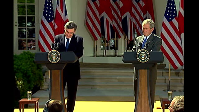 gordon brown and george w bush press conference george w bush press conference sot answers question about the special relationship between britain... - präsident stock-videos und b-roll-filmmaterial