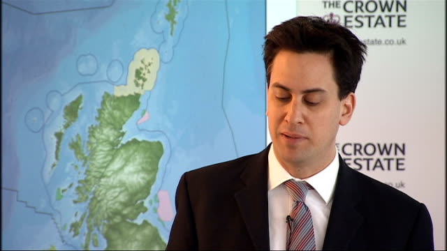 gordon brown announces programme to build more offshore wind farms; ed miliband mp speech sot - this is a very important day in development of our... - rutnät bildbanksvideor och videomaterial från bakom kulisserna