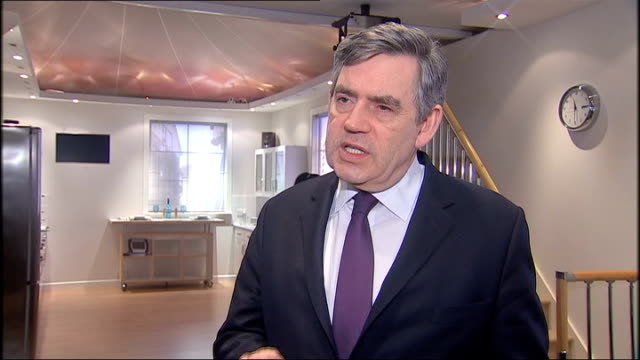 vidéos et rushes de gordon brown comment on sir fred goodwin rbs pension deal; england: ipswich :bt adastral park: int * * beware flash photography * * gordon brown mp... - prime minister
