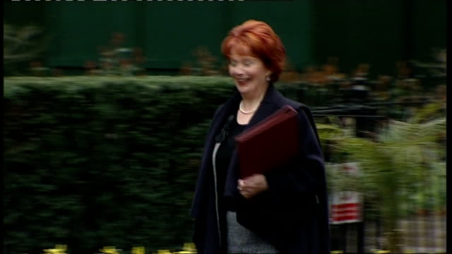 stockvideo's en b-roll-footage met gordon brown 'criticised' by cabinet minister; england: london: downing street: ext hazel blears mp along to number 10 and - itv weekend evening news