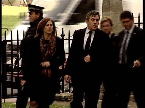 gordon brown delivers prebudget report itn brown and wife sarah brown along to memorial service for robin cook - ロビン クック点の映像素材/bロール