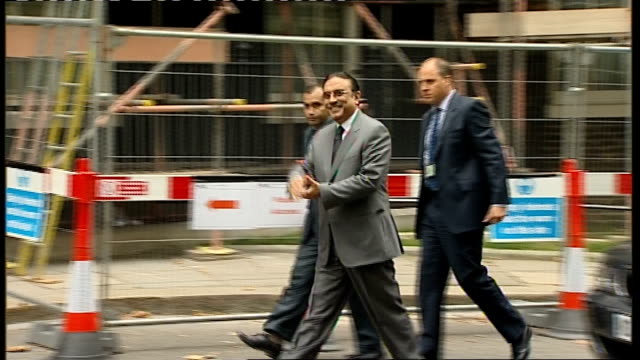 Gordon Brown greets Pakistani President Asif Ali Zardari ENGLAND London Downing Street EXT Car carrying Pakistani President Asif Ali Zardari arriving...
