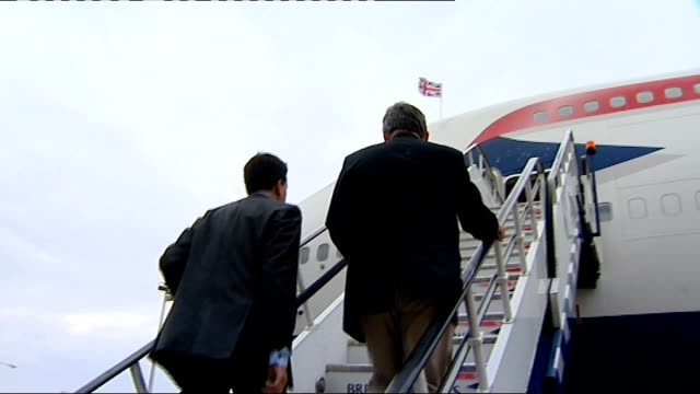 gordon brown gulf tour: day 1: departure from heathrow / arrival in riyadh; england: london: heathrow: ext peter mandelson , ed miliband mp and... - gordon brown stock-videos und b-roll-filmmaterial