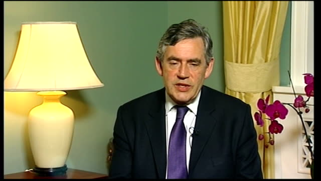 gordon brown interview gordon brown interview sot proud of british team / magnificent performances / deserve their recognition / morale in olympic... - gara sportiva individuale video stock e b–roll