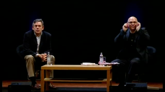 vidéos et rushes de gordon brown interviewed by film director anthony minghella; minghella introduces question and answer session sot member of audience asks question... - anthony minghella