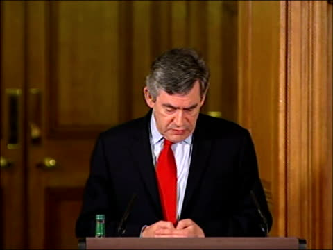stockvideo's en b-roll-footage met gordon brown joint press conference with hamid karzai; england: london: downing street: int gordon brown mp into press conference with hamid karzai... - 40 seconds or greater