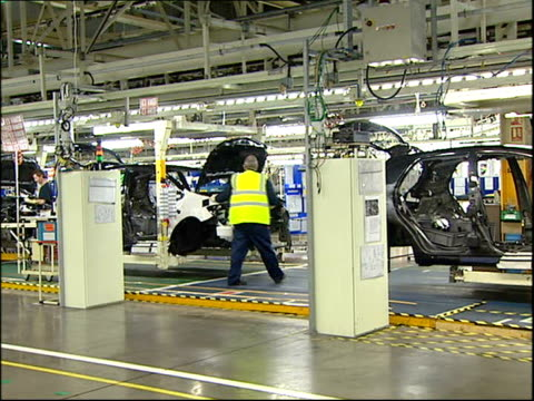stockvideo's en b-roll-footage met gordon brown launches uk production of toyota auris brown speech and touring factory / general views of factory production line **music heard during... - toyota motor