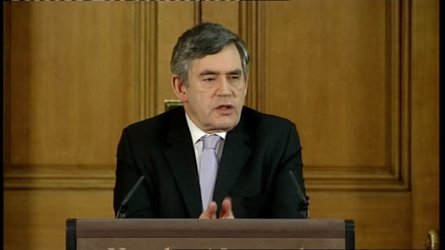 vidéos et rushes de gordon brown meeting with world bankers; england: london: downing street: int gordon brown monthly press conference sot - there will be no rewards... - prime minister