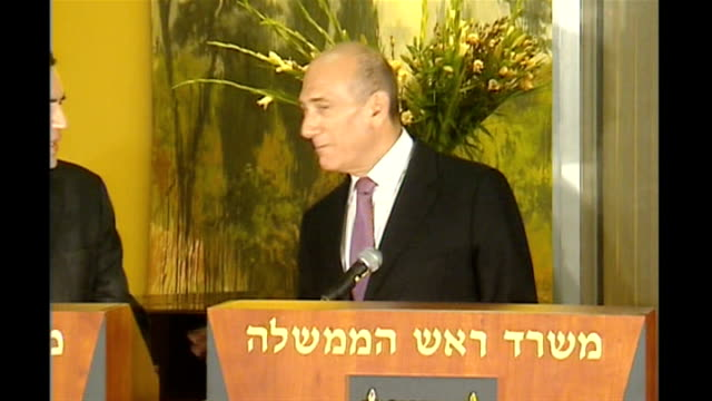 vídeos de stock, filmes e b-roll de gordon brown middle east visit: press conference with ehud olmert; israel: jerusalem: int ehud olmert press conference sot - welcomes gordon brown /... - prime minister