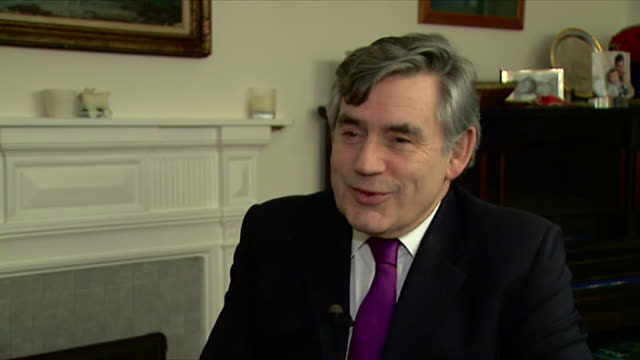gordon brown paying tribute to nelson mandela after his death - politics icon stock videos & royalty-free footage
