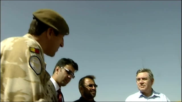 gordon brown pays surprise visit to troops in afghanistan; gordon brown inspecting afghan soldiers' equipment/ gordon brown chatting with british... - afghanische nationaltruppe stock-videos und b-roll-filmmaterial