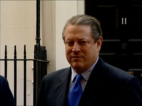 vídeos de stock, filmes e b-roll de gordon brown press conference with al gore at downing street al gore speaking to press sot thank you / we have been personal friends for many years... - gore