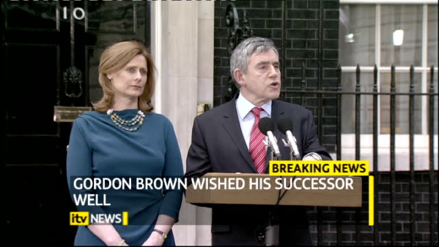 gordon brown resigns as prime minister; ext downing street: ext gordon brown mp speech as standing alongside his wife sarah brown sot - i have always... - gordon brown stock-videos und b-roll-filmmaterial