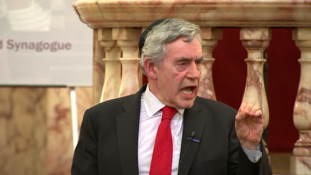 stockvideo's en b-roll-footage met gordon brown saying the labour party must expel automatically anybody who is found guilty of antisemitism - britse labor partij