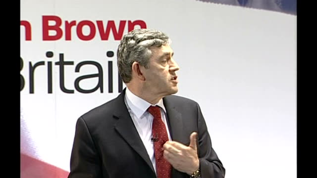 gordon brown speech followed by qa session brown answering questions sot on admissions policies for schools / i want the best education in every... - seguire attività che richiede movimento video stock e b–roll