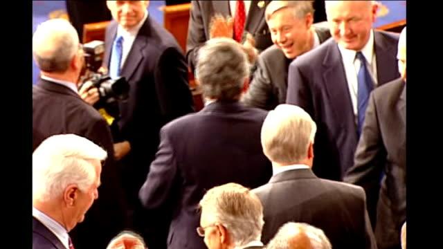 vidéos et rushes de gordon brown speech to congress: cutaways; usa: washington dc: capitol hill: int gordon brown mp shaking hands with congress members as entering... - united states congress