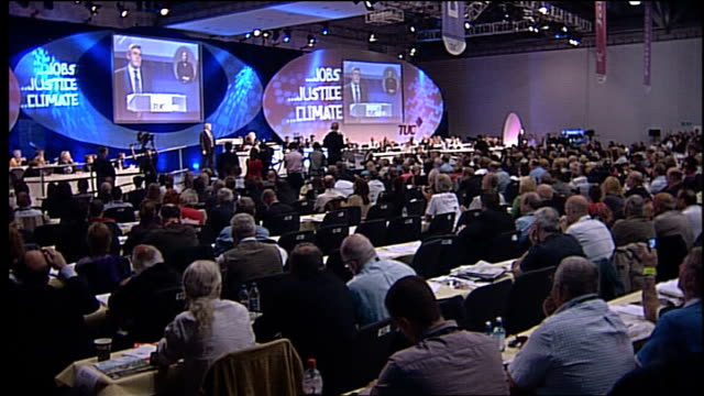 vídeos de stock e filmes b-roll de gordon brown speech to tuc conference and so be clear my priorities in the coming weeks and months will be ensuring that jobs are retained the... - conferência do tuc