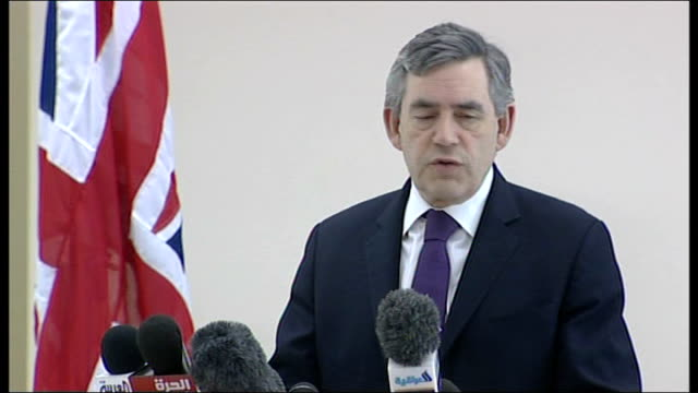 vídeos y material grabado en eventos de stock de helicopter interiors / baghdad press conference int gordon brown mp along to podium and press conference sot on conversations with maliki president... - basra