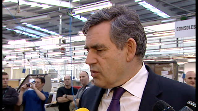 gordon brown visits factory in wales; brown interview sot - on unemployment, want to get people into vacancies and train young people - wanted to... - vacancyサイン点の映像素材/bロール
