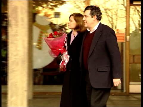 Gordon Brown's baby health scare continues LIB Kircaldy Gordon Brown MP wife Sarah Brown along to speak to press as Sarah Brown leaving hospital...