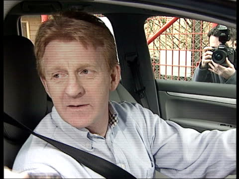 gordon strachan leaves southampton gordon strachan interviewed thru car window sot it's been an honour privilege to be manager of southampton... - ゴードン ストラハン点の映像素材/bロール