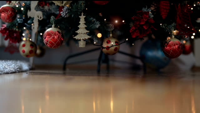 stockvideo's en b-roll-footage met schitterende kerstboom - decor