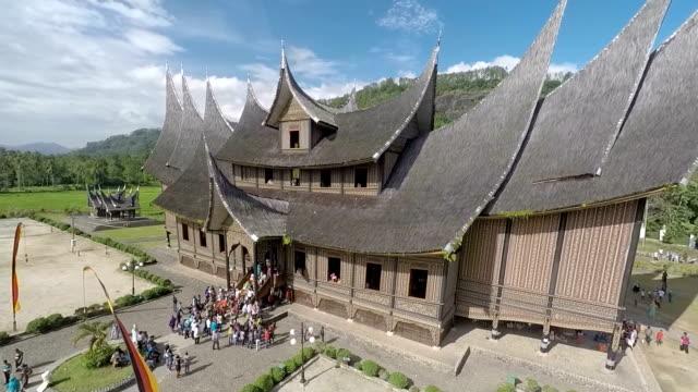 vídeos y material grabado en eventos de stock de gorgeous palace of pagaruyung - isla de sumatra