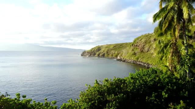 Magnifique ciel au-dessus les eaux côtières au large de l'île de Maui