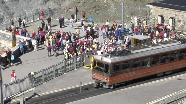 gornergrat railway station - tourist stock-videos und b-roll-filmmaterial