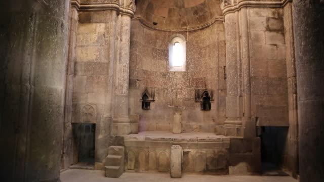vídeos de stock e filmes b-roll de goshavank monastery, altar in saint gregory church - por volta do século 11 dc