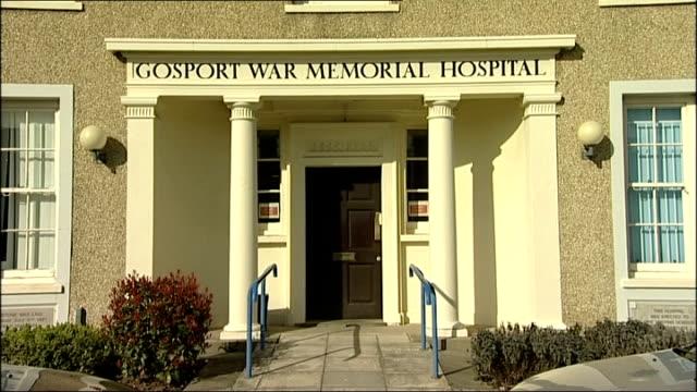 vídeos de stock, filmes e b-roll de gosport memorial hospital inquest begin england hampshire gosport ext general views of gosport memorial hospital with daffodils in front portsmouth... - visão geral