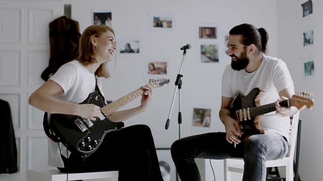 vidéos et rushes de j'ai eu la musique dans mes mains... - guitare électrique
