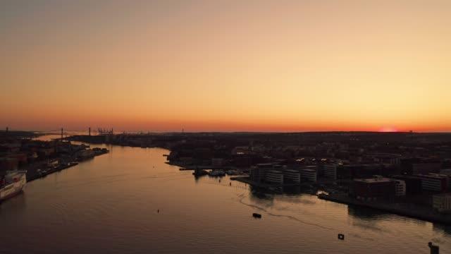 Göteborgs stads skyline flygvy under gyllene timmen