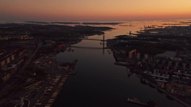 stockvideo's en b-roll-footage met gothenburg city skyline luchtfoto tijdens golden hour - brug mens gemaakte bouwwerken