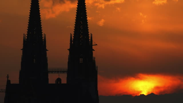 t/l ms gothic cathedral at sunset - regensburg stock videos & royalty-free footage