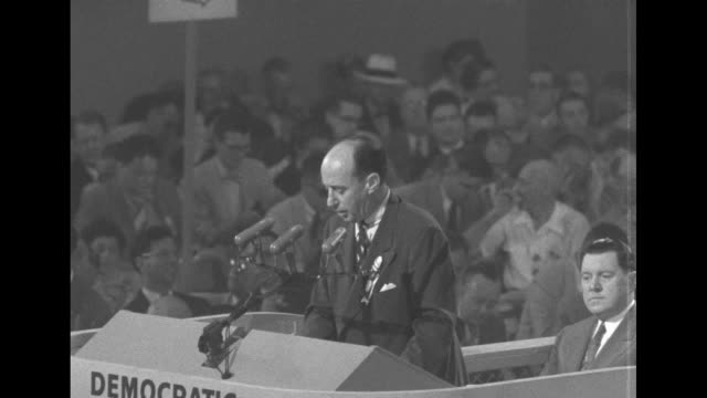 vidéos et rushes de gov adlai stevenson during his speech welcoming delegates to the democratic national convention this is not the time for superficial solutions and... - adlai stevenson