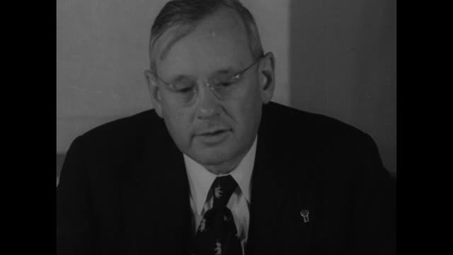 vídeos de stock e filmes b-roll de gov. alf landon makes statement , and sits at desk going through paperwork - partido republicano americano