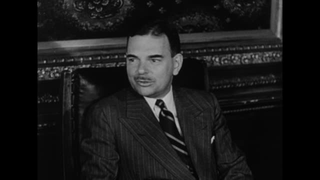 Gov Thomas Dewey in conference with advisors / SOT Dewey / advisors listen / VS INT New York state legislature with US flag and flag of NY state...