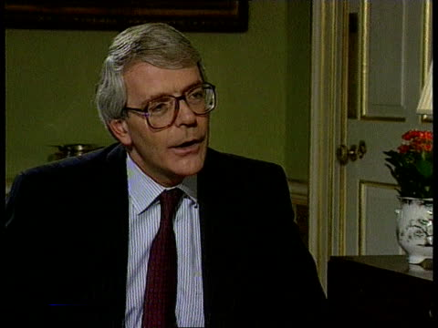 interviews anat england london downing st no 10 john major pm intvwd sot today the matter is concluded / downing st the labour and liberal democrats... - john major stock-videos und b-roll-filmmaterial