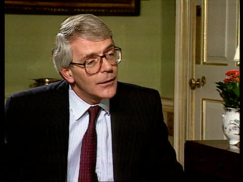 interviews bc4n england london downing st no 10 john major pm intvwd sot there is a large majority for this legislation in the hoc / the labour and... - john major stock-videos und b-roll-filmmaterial