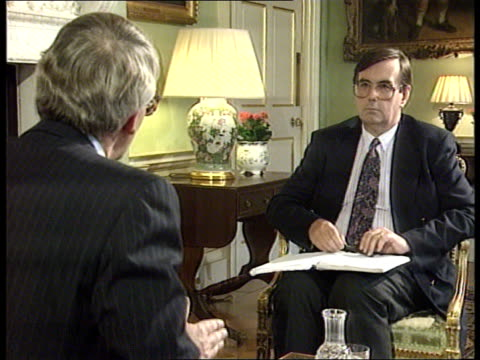 government deny cabinet split over europe / john major interview leak itn london downing street john major and michael brunson chatting during and... - ジョン メイジャー点の映像素材/bロール