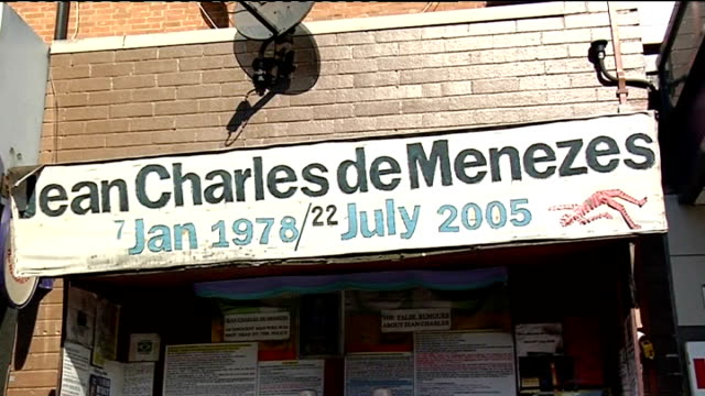 government officials accused of inaccurate wikipedia edits; t22070823 / tx stockwell: ext banner above makeshift shrine for jean charles de menezes... - ランベス点の映像素材/bロール