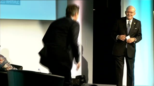 government plans to try to stop practice of female genital mutilation int people on stage at 'girl summit 2014' man speaking at summit david cameron... - mutilazioni genitali femminili video stock e b–roll